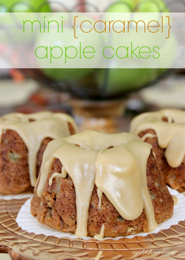 mini caramel apple cakes
