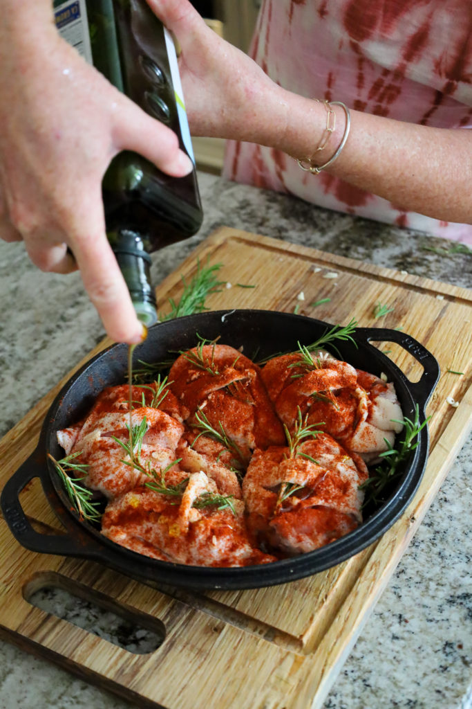 How to prepare oven chicken thighs with rosemary and paprika